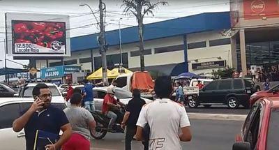"""Video: asalto, balacera y huida """"meteórica"""" de delincuentes"""