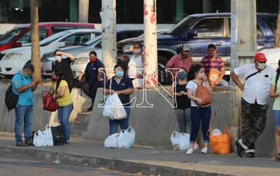 """""""Pisándole los talones"""" al covid: de marzo a diciembre pasado, 159.779 personas ingresaron al país"""