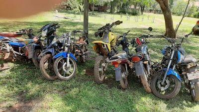 """Hallan """"aguantadero"""" de motos en Yguazú"""