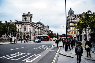 Reino Unido prohíbe el ingreso de viajantes provenientes de América del Sur