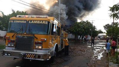 Incendio en fábrica de plástico en Itá Enramada