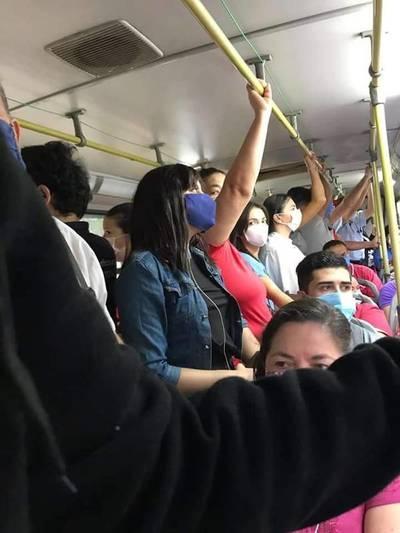 Sin control: Colectivos circulan con una excesiva cantidad de pasajeros en Asunción