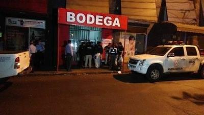 HOY / Venden bebidas alcohólicas fuera de horario: comerciantes acusan a informales de violar decreto