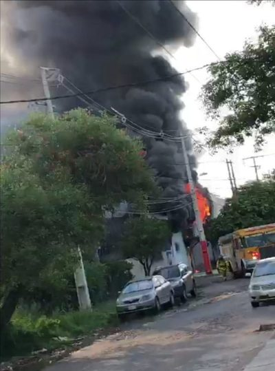 Incendio de gran magnitud en Itá Enramada
