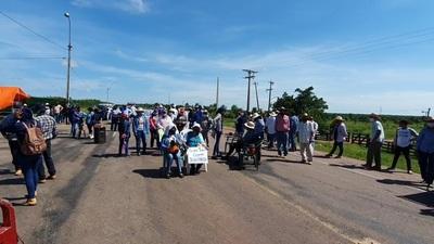 Pobladores de San Alfredo cerraron ruta por supuestas inscripciones irregulares
