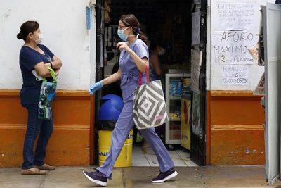 Negocios y comercios critican las medidas para contener la segunda ola de la pandemia en Perú
