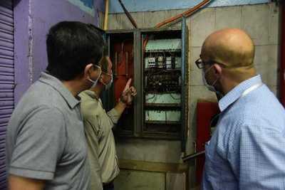 Buscan poner en condiciones instalaciones eléctricas del mercado 4