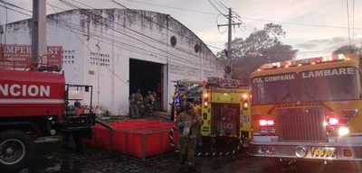 Controlan incendio en fábrica de plásticos de Lambaré