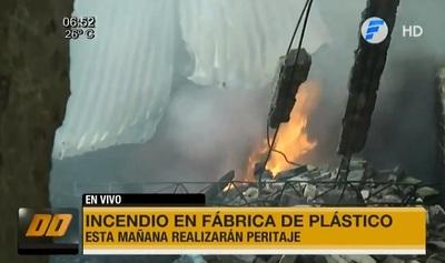 Llamas se reavivan en fábrica de plásticos de Itá Enramada