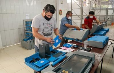 Verifican 3.000 máquinas de votación con miras a internas partidarias