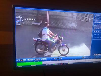 Le robaron su moto en inmediaciones del CRESR (VIDEO)