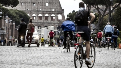 Italia mantiene restricciones a la movilidad interna pero reabre los museos en zonas de riesgo