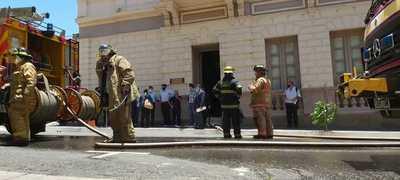 Logran controlar el incendio en el edificio de la Vicepresidencia