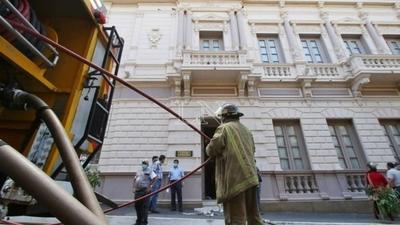 HOY / Controlan incendio en la sede de la Vicepresidencia de la República