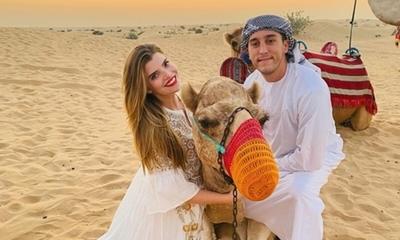 Sol Cartes y su esposo, varados en medio del desierto