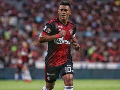 Osvaldito regresa a Paraguay después de 12 años en México