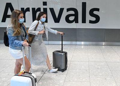 Reino Unido impone tests y cuarentenas a todos los países del mundo