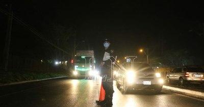 La Nación / Más de 200 policías hicieron controles preventivos en ruta y barrios ante ola de asaltos