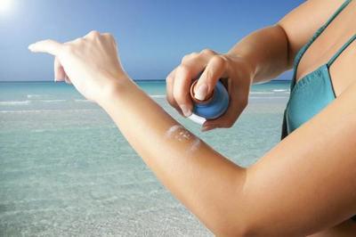 Protector solar, repelente y alcohol: ¿Cómo utilizar correctamente los productos para la piel?