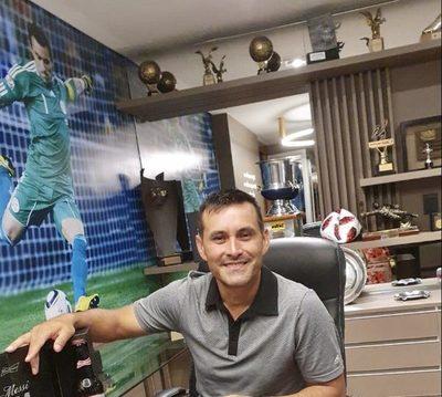 Villar recibió la botella 95 enviada por Lionel Messi
