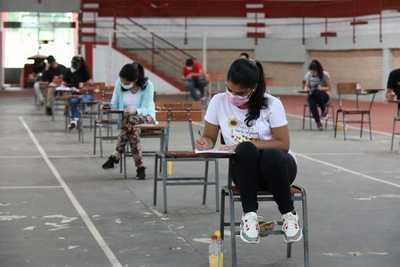Jóvenes de todo el país rindieron para acceder a las becas Itaipu-Becal