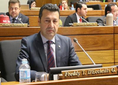 "Diputado D'Ecclesiis afirma que Gobernador de San Pedro ""es un traidorcito de cuarta"""