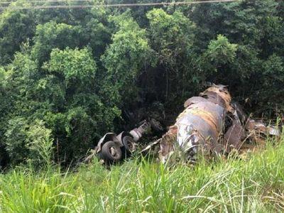 Conductor se salva de milagro en vuelco de camión en Trinidad