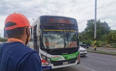 HOY / Sancionan a 12 líneas de buses por incumplimiento de frecuencias y medidas
