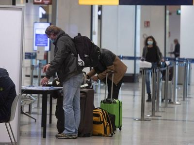 Suspenden vuelos desde Brasil tras detección de variante de Covid-19