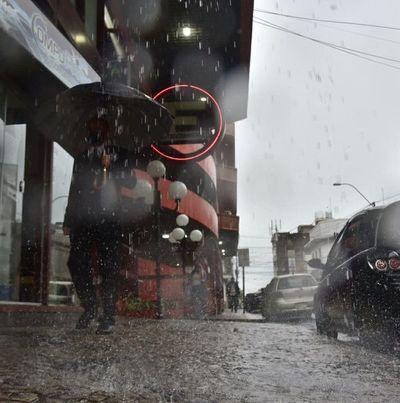 Alertan sobre tormentas eléctricas con fuertes ráfagas de vientos y precipitaciones intensas