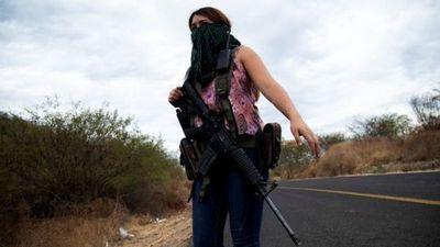 En México, las mujeres toman las armas para defenderse