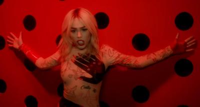 Danna Paola presenta el VIDEO «Calla Tú»