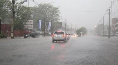 Anuncian un domingo con lluvias y tormentas