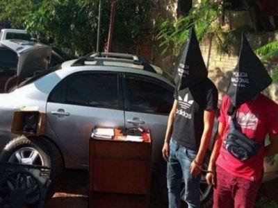 Policía detenido había secuestrado a dos menores, pero siguió activo