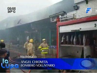 Bomberos controlan incendio en el Mercado de Abasto