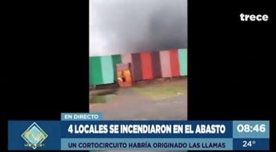 Controlan incendio que afectó a cuatro locales en el Abasto