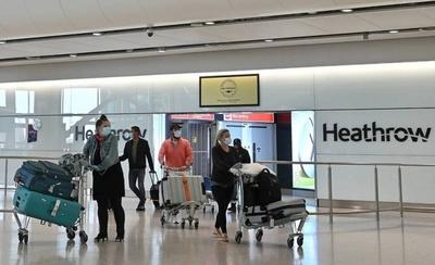 HOY / Reino Unido se plantea obligar a todos los viajeros a aislarse en hoteles