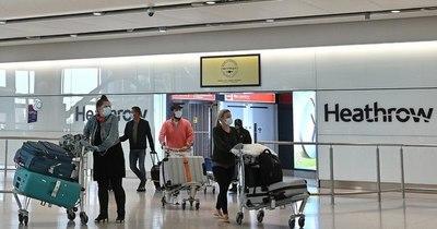 La Nación / Reino Unido se plantea obligar a todos los viajeros a aislarse en hoteles