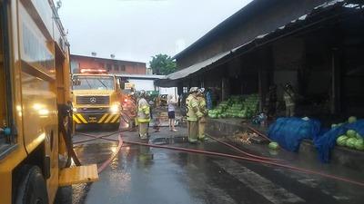 Cuatro casillas afectadas tras incendio en el Mercado de Abasto