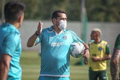 Morínigo en Coritiba: invicto, sin goles en contra y avanza en el Brasileirão
