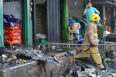 Crónica / Mercado de Abasto se incendió, pero bomberos ya controlaron todo