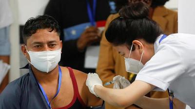 India inicia la campaña de vacunación contra el coronavirus más grande del mundo