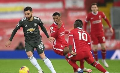 HOY / El United sobrevive en Anfield y mantiene el liderato
