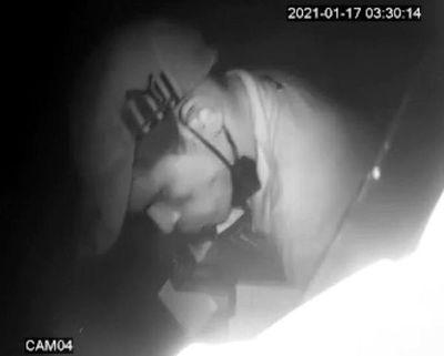 Solitario ladrón robó mercaderías de un minimercado