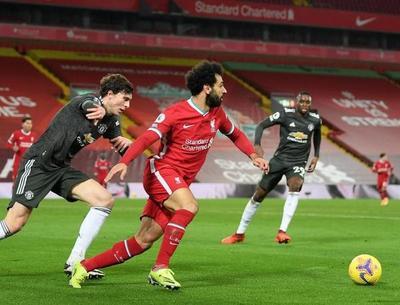 El United sigue arriba tras paridad en el clásico inglés