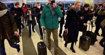 La Nación / El opositor Alexéi Navalni, detenido a su regreso a Rusia