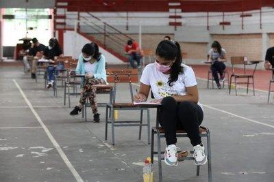2.500 jóvenes rindieron para acceder a las becas universitarias de Itaipú
