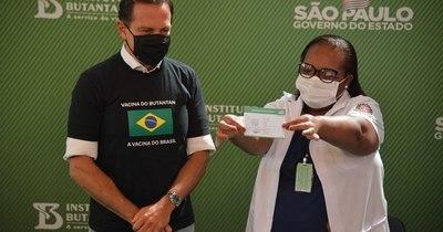 La Nación / En San Pablo comenzó ayer la vacunación al personal de salud