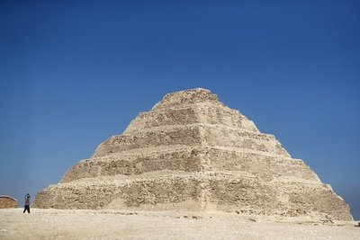 """Nuevos descubrimientos arqueológicos """"que reescribirán la historia"""" de Saqqara en Egipto."""
