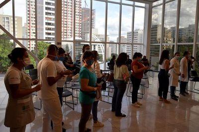 La vacunación contra el covid-19 comienza en Brasil y se acelera en el mundo